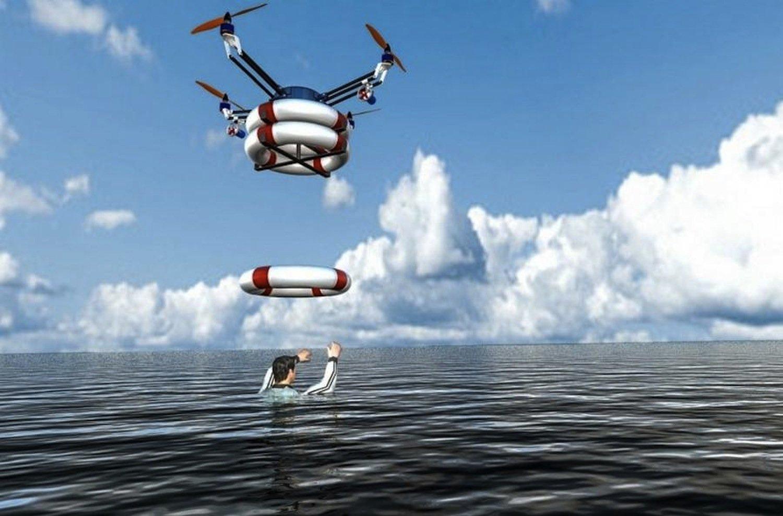 Pars wirft einem Menschen in Seenot einen Rettungsring zu. Bei Dunkelheit helfen eine Wärmebildkamera und LED-Beleuchtung bei der Suche.