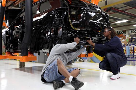 Produktion des Jeep Cherokee in Detroit: Die Geländewagen müssen zurück in die Werkstatt – für ein Softwareupdate der elektronischen Steuerungskontrolle.