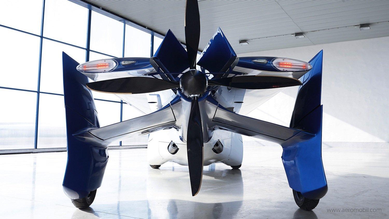 Der Propeller beschleunigt das Aeromobil auf eine Höchstgeschwindigkeit von 200 km/h.