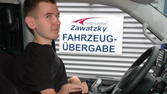 Josef Fleischmann nutzt das Spracherkennungssystem bereits. Für die Präsentation des Systems in Meckesheim reiste er mit seinem umgebauten Wagen aus Stuttgart an.