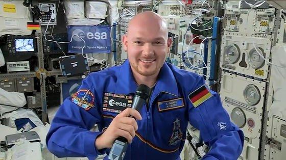 Vor seiner für den 10. November geplanten Rückkehr auf die Erde gibt Alexander Gerst am 30. Oktober noch ein ausführliches Interview von der ISS aus. Er freut sich schon auf Pizza und einen Spaziergang im Herbstwald.
