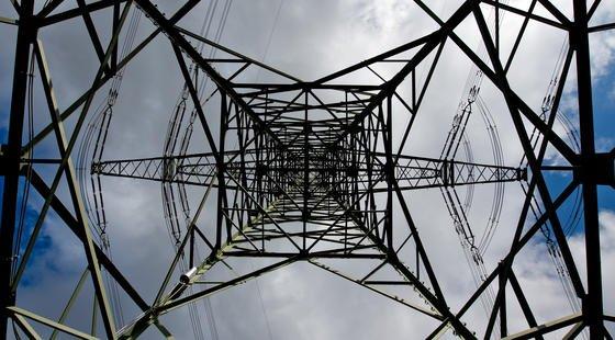 Viele Bayern wehren sich gegen die Pläne, die Stromtrassen weiter auszubauen. Unterstützt werden sie dabei von ihrem Ministerpräsidenten Horst Seehofer.