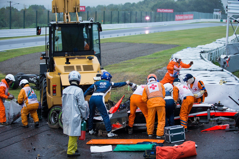 Der Formel-1-Pilot Jules Bianchi raste beim Rennen in Suzuka in einen Bergungskran. Trotz gelber Flagge des Safety Cars hatte Bianchi sein Tempo nicht gedrosselt. Der 25-jährige Marussia-Pilot liegt immer noch in einem Krankenhaus in Japan.