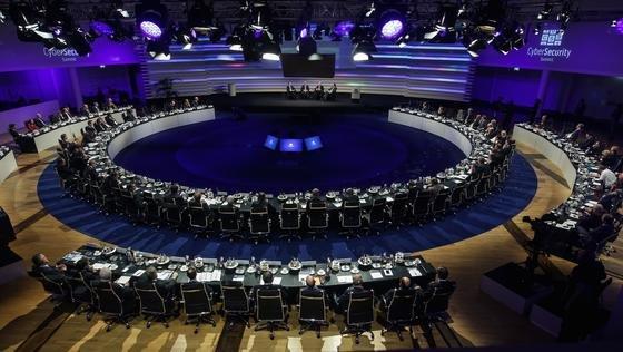 Rund 180 internationale Teilnehmer aus Politik und Wirtschaft sowie unabhängige Sicherheitsexperten diskutierten am Montag in Bonn auf Einladung der Telekom und der Münchner Sicherheitskonferenz über den Status quo und die Zukunft von Sicherheit im Internet.