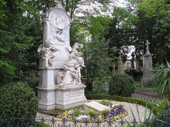 Grab von Robert Schumann auf dem Alten Friedhof in Bonn: Die App liefert Hintergrundwissen über das Leben des berühmten Komponisten.