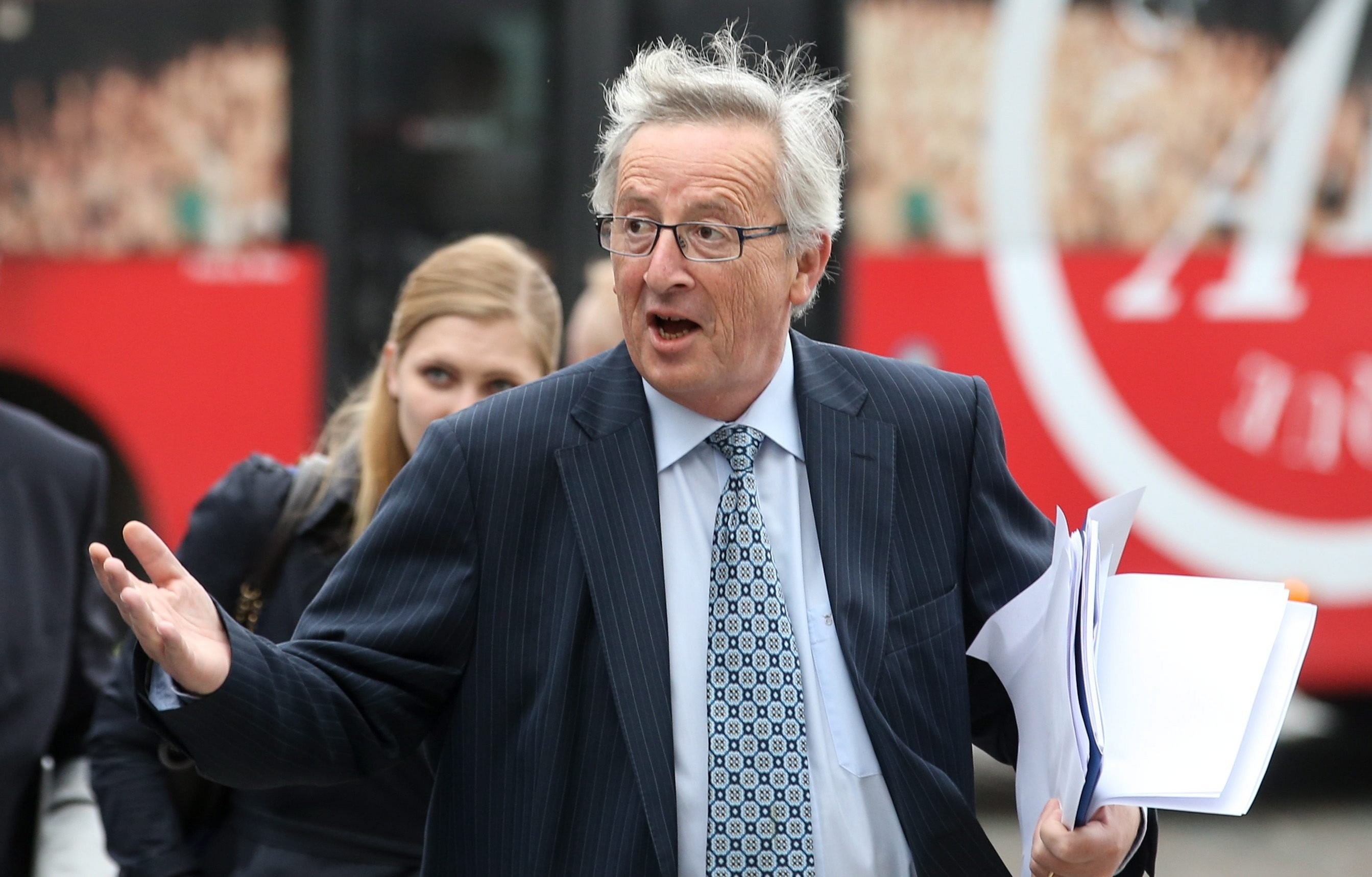 EU-Kommissionspräsident Jean-Claude Juncker soll als Premier und Finanzminister Luxemburgs ein kompliziertes Steuersparmodell im Großherzogtum eingeführt haben. Dieses soll allein den deutschen Fiskus jährlich rund 20 bis 30 Milliarden Euro kosten.