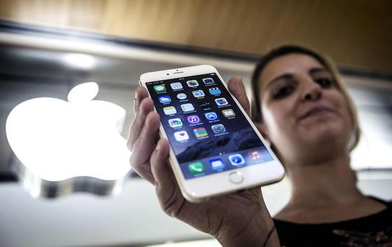iPhone-User können sich jetzt Microsoft Office kostenlos runterladen. Die Apps Word, Excel und PowerPoint gibt es schon seit März 2014 für das iPad und wurden seitdem rund 40 Millionen Mal installiert.