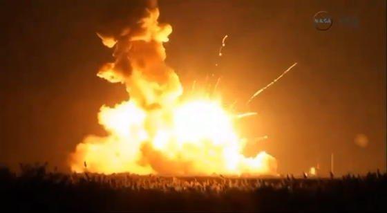 Katastrophe auf Wallops Islands: Sekunden nach dem Start explodierte die Antares-Rakete inklusive Cygnus-Versorgungskapsel. Unglücksursache scheint ein Fehler in einer der Triebwerkspumpen zu sein.