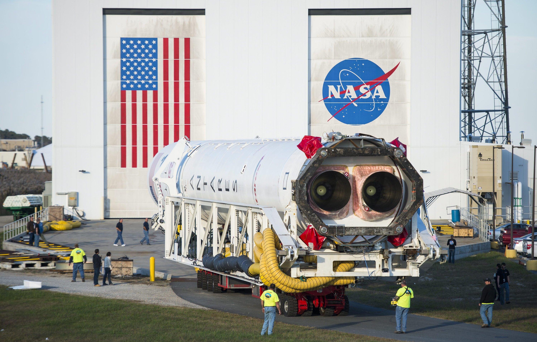 Die Antares-Rakete vor ihrem verhängnisvollen Start: Bisher kamen Triebwerke vom Typ Aerojet Rocketdyne AJ26 zum Einsatz, die auf 40 Jahre alter russischer Technologie basieren. Orbital Sciences verbannt sie jetzt aus den Raketen.