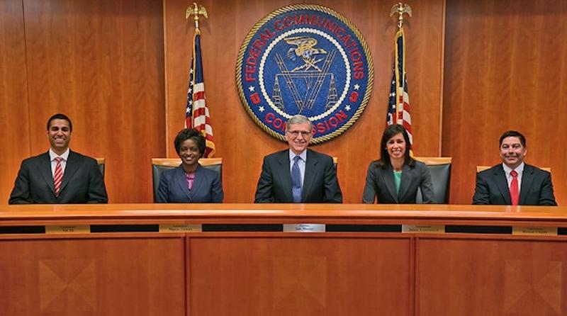 Die US-amerikanische Regulierungsbehörde Federal Communications Commission (FCC), von links nach rechts: Ajit Pai, Mignon Clyburn, Tom Wheeler, Jessica Rosenworcel und Michael O'Rielly.