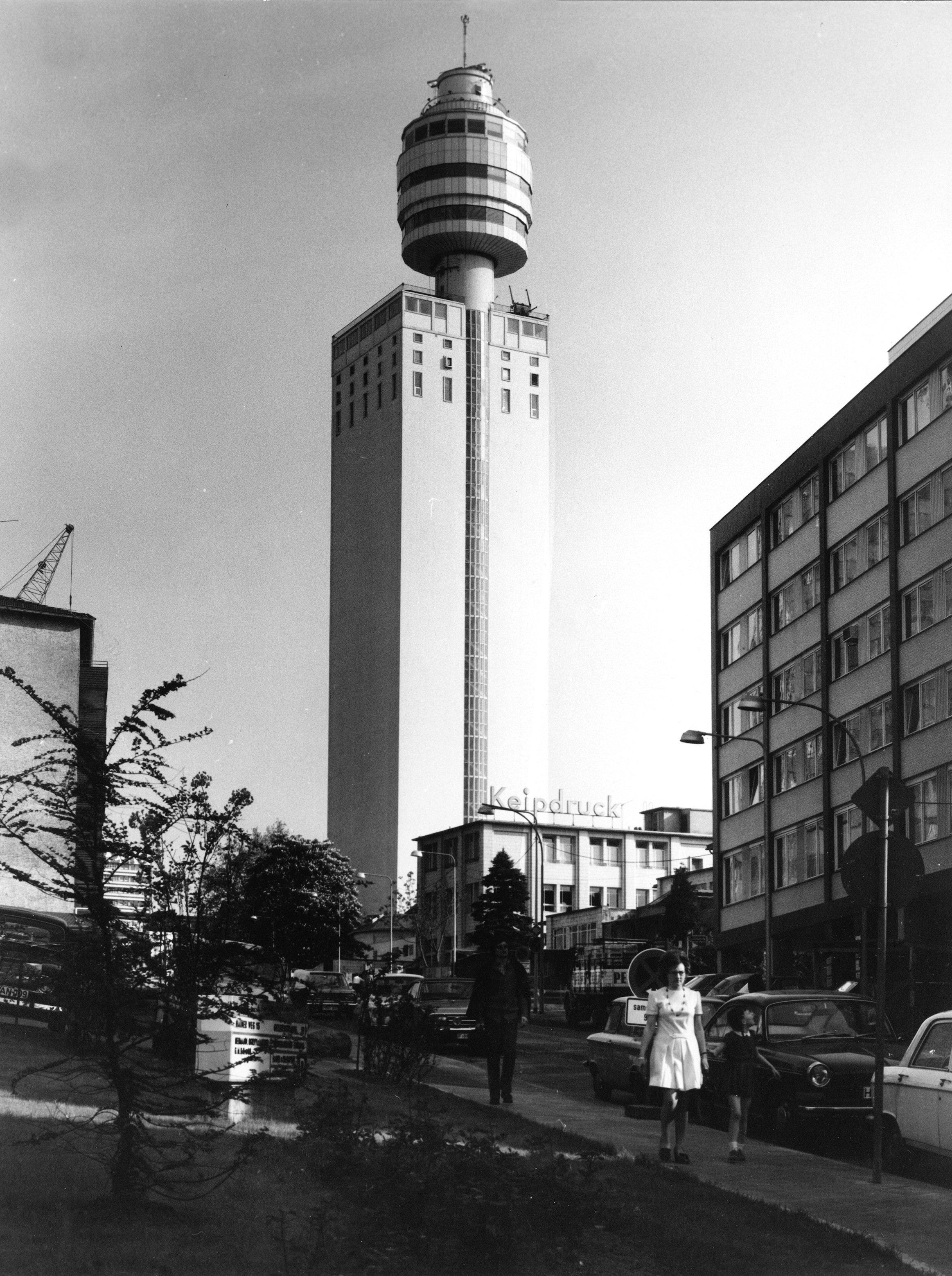 Der Henninger Turm der gleichnamigen Brauerei im Jahr 1972: Heute ist der Turm ein begehrter Wohnort.