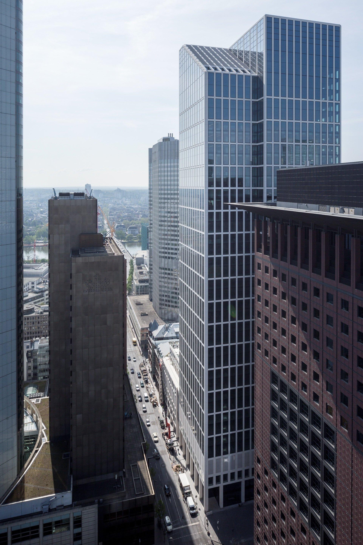 Blick in die Bankenklamm des Frankfurter Bankenviertels Richtung Süden.