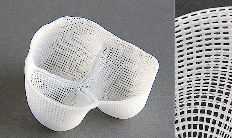 Forscher der TU Berlin stellen eine Herzklappe mit dem 3D-Drucker her: Sie besetzen das Kunststoffgerüst mit Zellmaterial aus dem Bioreaktor.