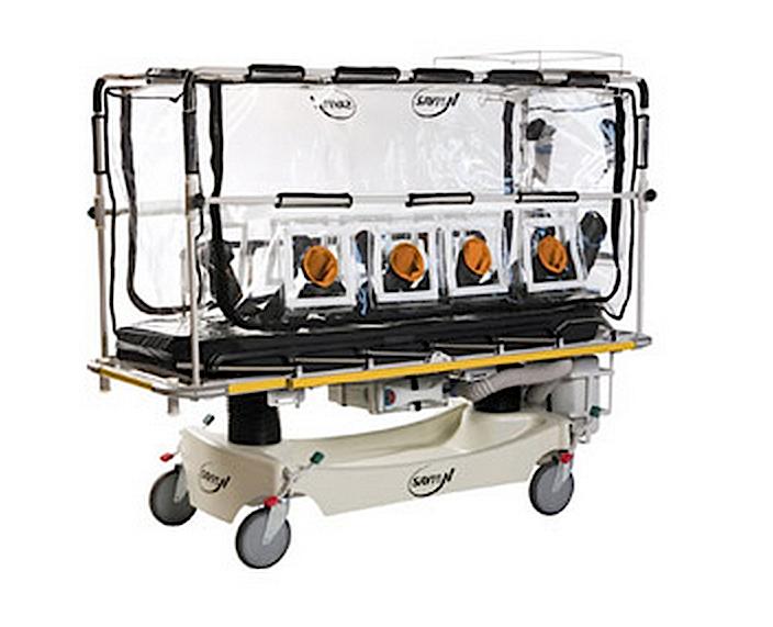 Das Ebola-Bett Galileo: Der Patient liegt in einem abgeschlossenen Raum. Die Luft wird zunächst durch einen Karbonfilter gereinigt, bevor sie in die Umgebung strömt. Ärzte und Helfer sind somit geschützt.