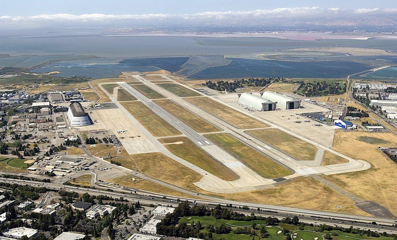 Das Moffet Airfield in Kalifornien: Für 200 Millionen US-Dollar bringt Google die Anlagen in Schuss, um Raumfahrt- und Roboterforschung zu betreiben.