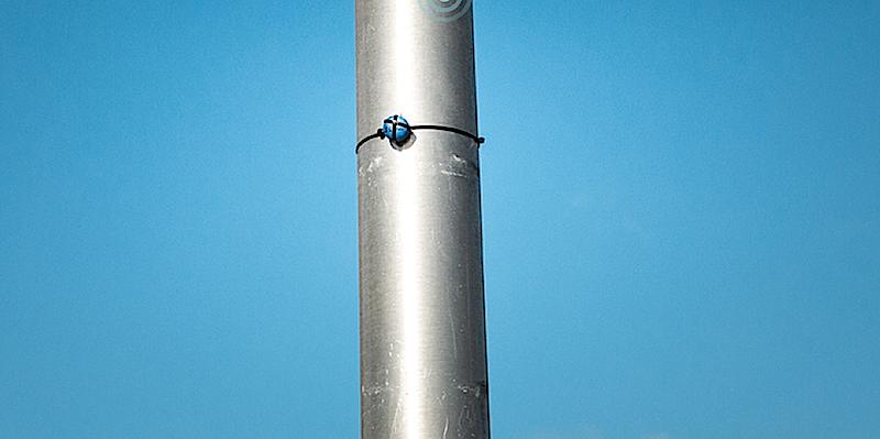 Das Headset nutzt nicht nur GPS-Daten des Smartphones, sondern auch Signale der Sender, die entlang der Straßen installiert sind.