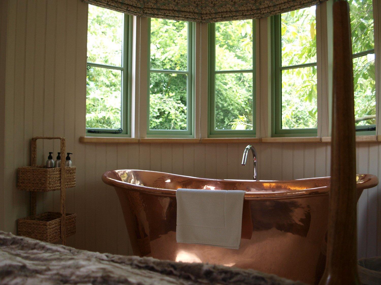 Ein Bad im Baumhaus – auch das ist möglich.