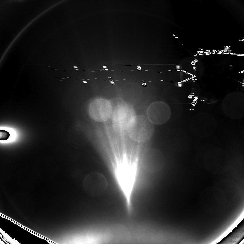 Ende einer langen gemeinsamen Flugzeit: Philae hat dieses Bild geschickt, das den Abschied von Raumsonde Rosetta zeigt.