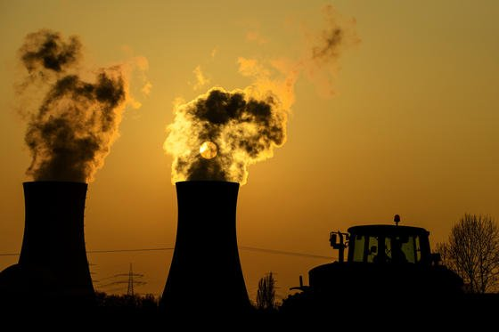 Bis 2040 fallen laut IEA allein in Europa rund 51 Milliarden Euro für den Rückbau der Atomkraftwerke an. Ein weiteres Problem: Weltweit gibt es kein einziges Endlager für Atommüll.