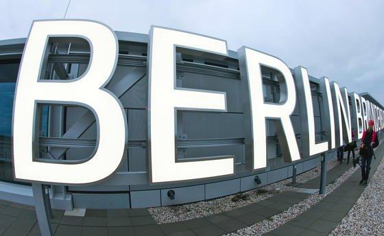 Die Pannen am Berliner Hauptstadtflughafen reißen nicht ab: Ein Kaltgasrauchtest hat ergeben, dass dieEntrauchungsanlage undicht ist.