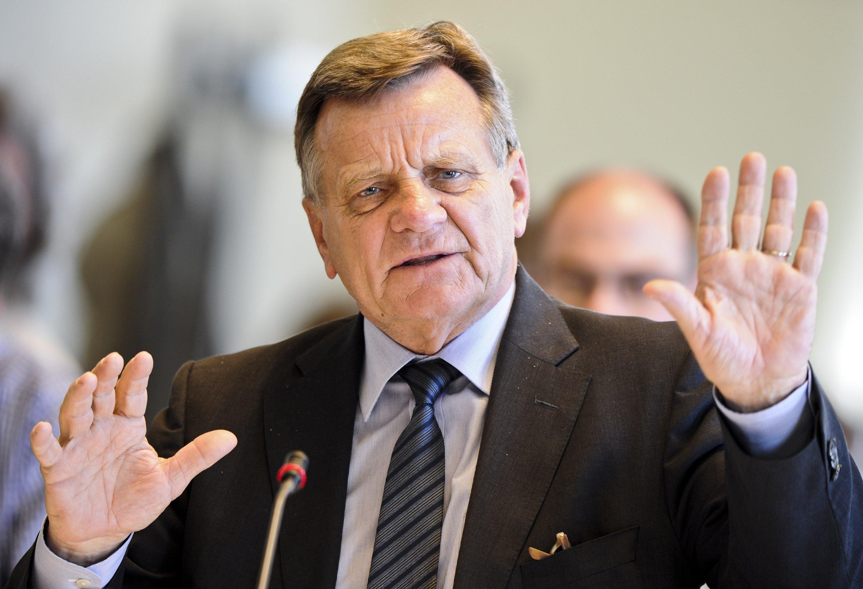 """Flughafenchef Hartmut Mehdornhat die neuerliche Panne als """"Pfusch am Bau"""" bezeichnet."""