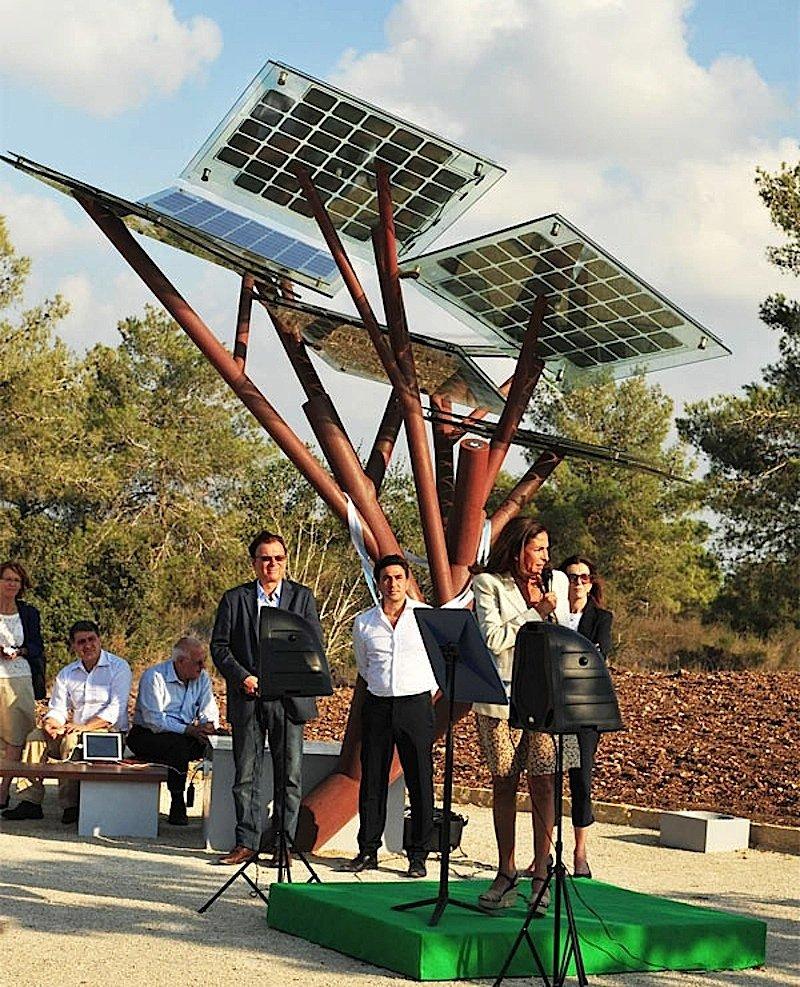 Der erste eTree ist vor kurzem im HaNadiv-Park bei Zikhron Ya'akov in Israel enthüllt worden. Weitere möchte Sologic nach China und Frankreich liefern.
