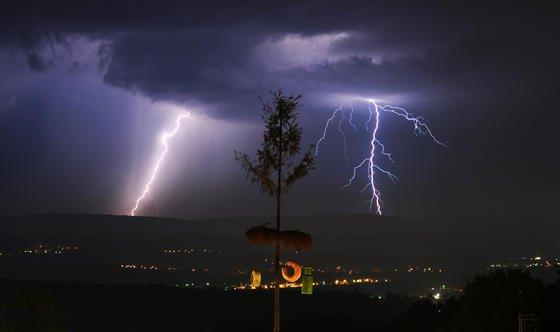US-Forscher haben errechnet: Mit jedem Grad der globalen Erwärmung wird die Zahl der Blitze in den Vereinigten Staaten im Mittel um zwölf Prozent steigen.