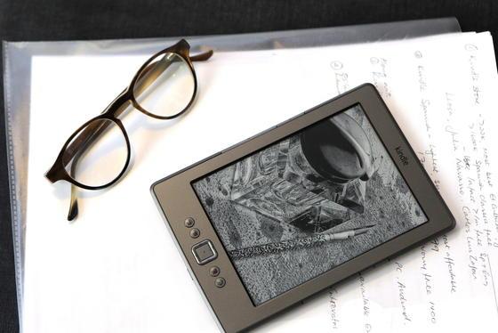 Immer mehr Menschen lesen E-Books. Bei den dafür benötigten Lesegeräten dominierte bislang der Kindle des Internet-Riesen Amazon.