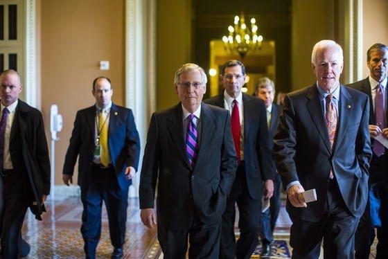 Trotz Niederlage: Der zukünftige republikanische Mehrheitsführer im Senat, Mitch McConnel (Mitte), ist sich sicher, dass die neue republikanische Mehrheit das Keystone-Job-Gesetz im Januar aufgreift und verabschiedet.