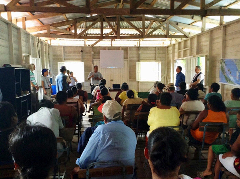 Der chinesische InvestorHKND versucht auch die indianische Bevölkerung für das Projekt des Nicaraguakanals zu gewinnen. Der Kanal verläuft auch durch dasCerro Silva Naturreservat, Lebensraum unterschiedlicher indigener Völker.