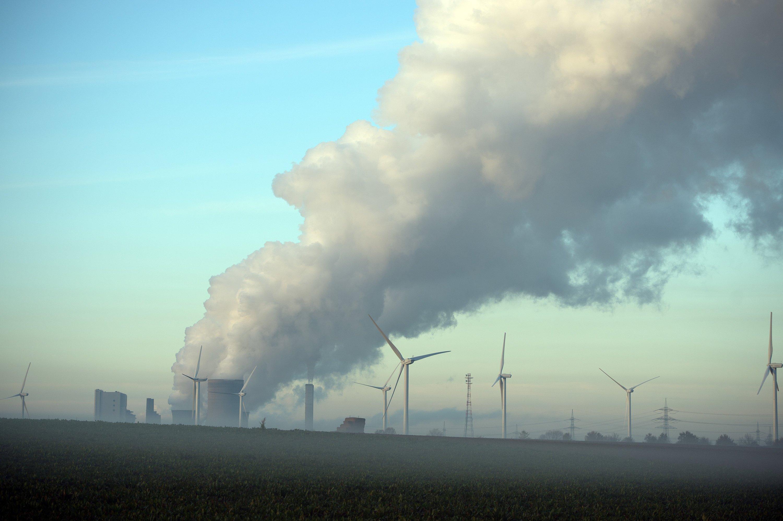 Braunkohlekraftwerk Niederaußem in der Nähe von Köln: 22 Millionen Tonnen Kohlendioxid will Gabriel durch Stilllegungen von Kohlekraftwerken einsparen.