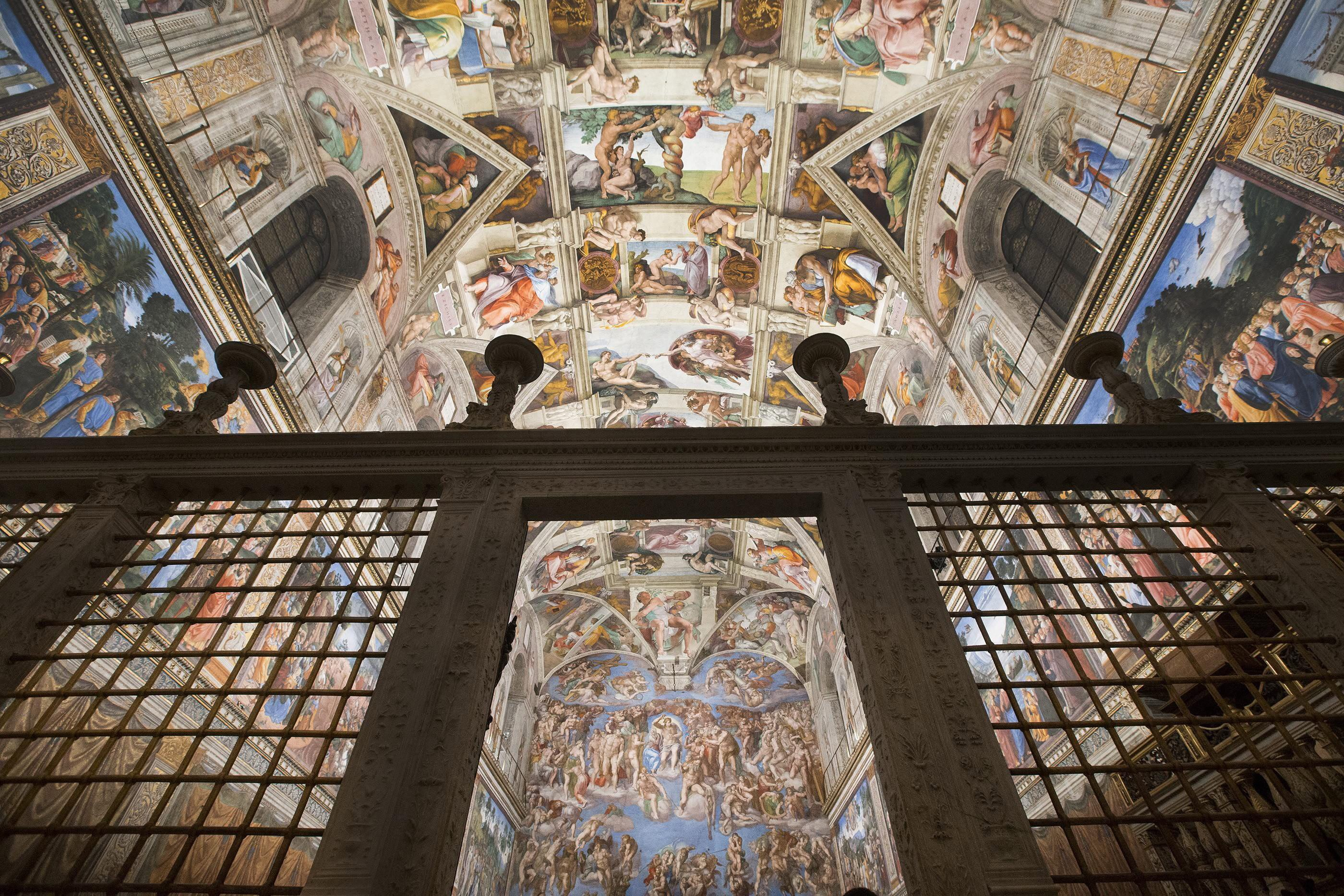 Blick in die Sixtinische Kapelle im Vatikan: Um Schäden an den Fresken Michelangelos durch UV-Strahlen zu verhindern, wurde die Kapelle mit 7000 LEDs ausgestattet, die das Licht rekonstruieren, das zur Zeit Michelangelos herrschte – ohne UV-Strahlen.