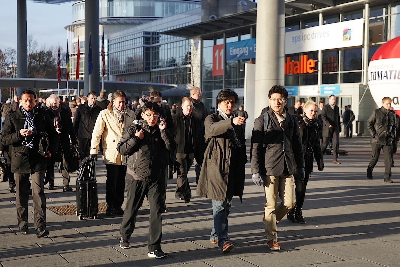 Rund 60.000 Besucher aus aller Welt kommen zu den Nürnberger Messehallen, wo sich die gesamte Automatisierungsbranche versammelt. (Bildquelle: