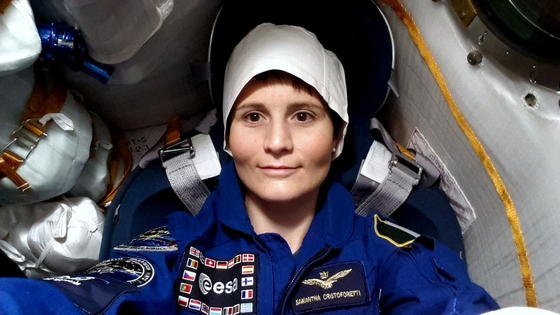 Vor dem Start in der Sojus-Kapsel:ESA-Astronautin Samantha Cristoforetti.