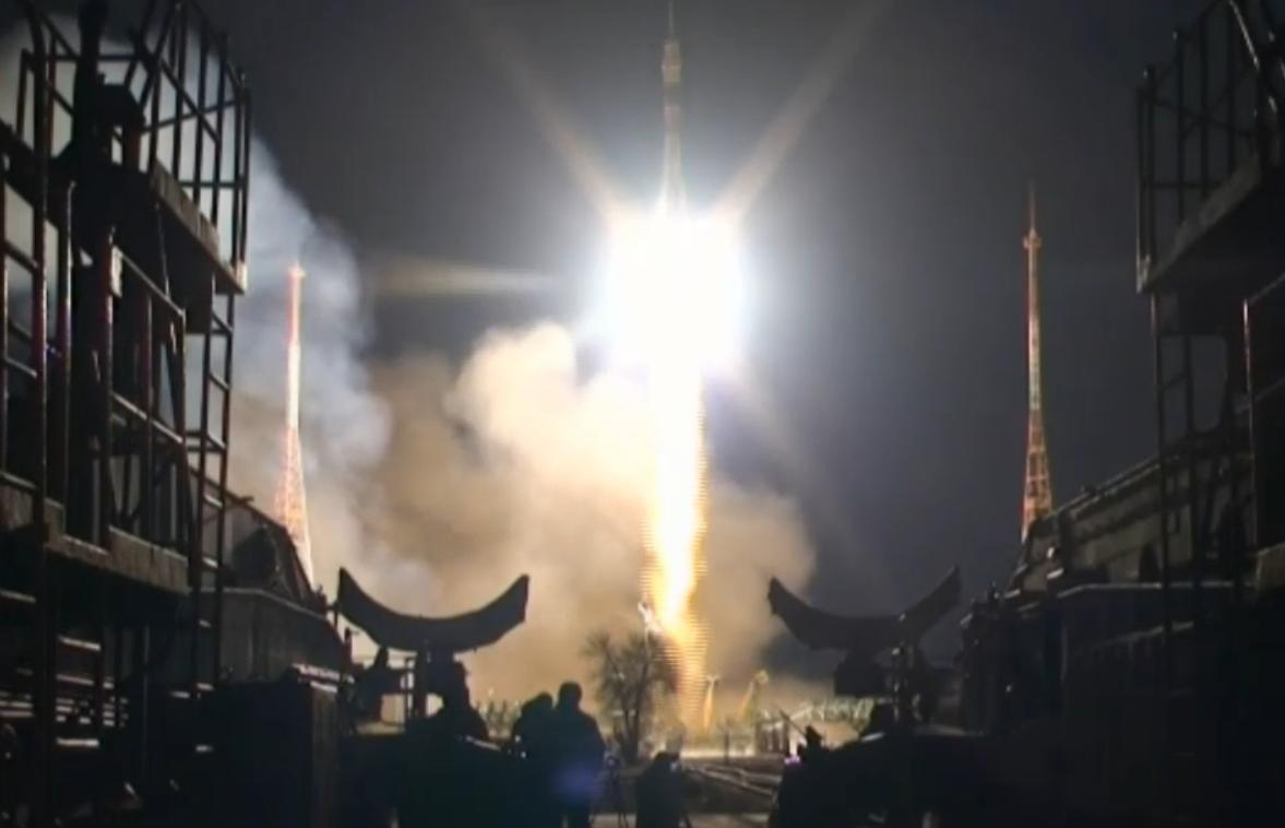Start der Sojus-Kapsel vom Weltraumbahnhof in Baikonur.
