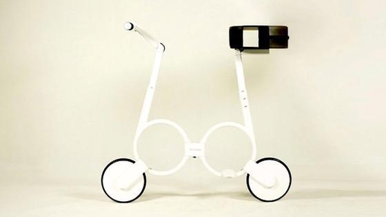 Das ist ein Fahrrad! Das E-Bike Impossible sieht zwar aus wie eine Brille auf Rädern, lässt sich aber so schön falten, dass es in einen Rucksack passt. 2015 soll das Fahrrad in Produktion gehen.