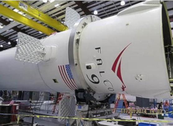 Für die Stabilisierung während des Landeanflugs sorgen diese X-Wings: Die Gitterflügel kurz unter der Raketenspitze verhindern unter anderem Rollbewegungen.