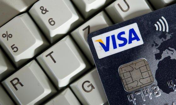 Oft wecken die Kriminellen das Interesse ihrer Opfer mit horrenden Rechnungsbeträgen. Wenn sie sich dann durch die mitgeschickten Links und Dateien klicken, installieren sich Trojaner auf dem Rechner. Und die können viel Unheil anrichten.