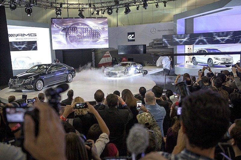 Echte Hingucker: Mercedes Maybach und derMercedes AMG Vision Gran Turismo.