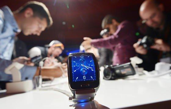 Bislang führen Smartwatches eher ein Schattendasein, Bestseller gibt es noch keine.