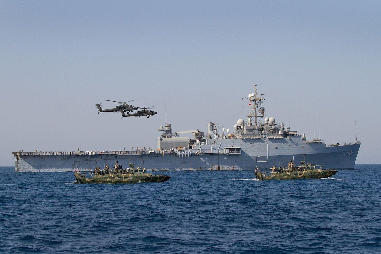 Installiert ist die Laserkanone auf dem Transportschiff USS Ponce, das gerade im Persischen Golf patrouilliert. Es transportiert unter anderem Helikopter und Amphibienfahrzeuge.