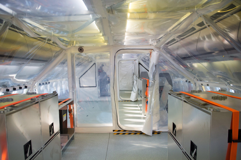Im umgerüsteten und jetzt Robert Koch genannten Lufthansa-Jet kann ein Ebola-Patient intensivmedizinisch behandelt werden.
