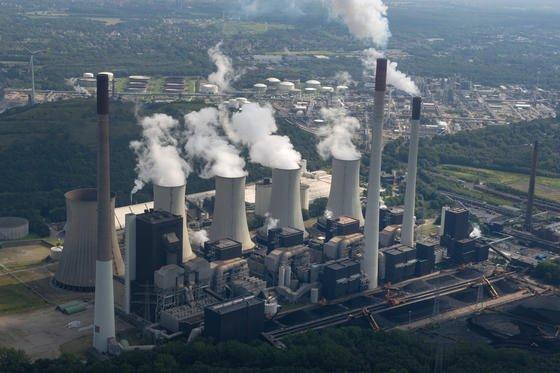 E.On-Kohlekraftwerk Scholven in Gelsenkirchen: Der Energieriese will sich künftig ganz auf Strom aus erneuerbaren Energiequellen konzentrieren.