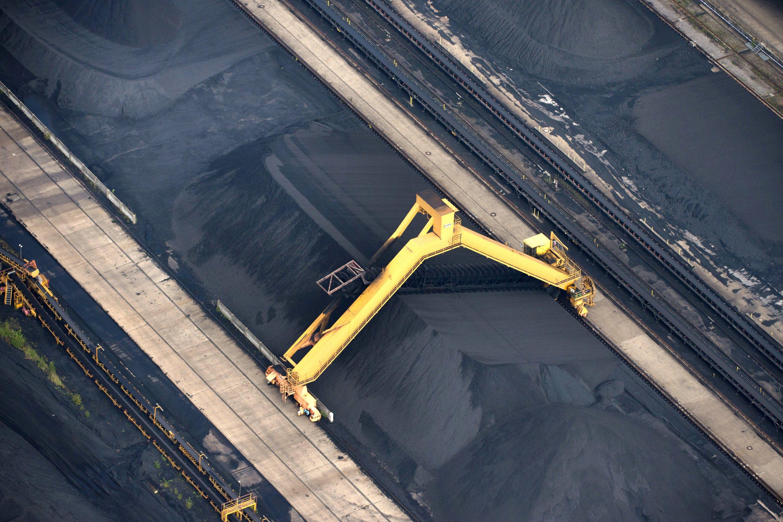 Ein Kohlebunker am Steinkohle-Kraftwerk Scholven in Gelsenkirchen: Der Energiekonzern will die traditionelle Stromerzeugung aus Kohle, Gas und Atomkraft in einem neuen Unternehmen bündeln und an die Börse bringen.
