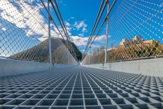 Was für eine Brücke: 406 Meter lang ist der Weg über das Tal des Fernpass, wenn man die neue Hochseilbrücke highline179 benutzt. Das ist aber nur was für Schwindelfreie, die auch ein Blick in 114 Meter Tiefe nicht schreckt.