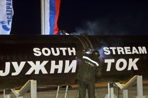 Das Projekt South Stream hat ein Volumen von rund 16 Milliarden Euro: Für diese Investitionssumme sollte eine 2400 Kilometer lange Gas-Pipeline von Russland nach Europa führen –durch Bulgarien, Serbien, Ungarn, Slowenien und Österreich. Jetzt wurde es gestoppt.