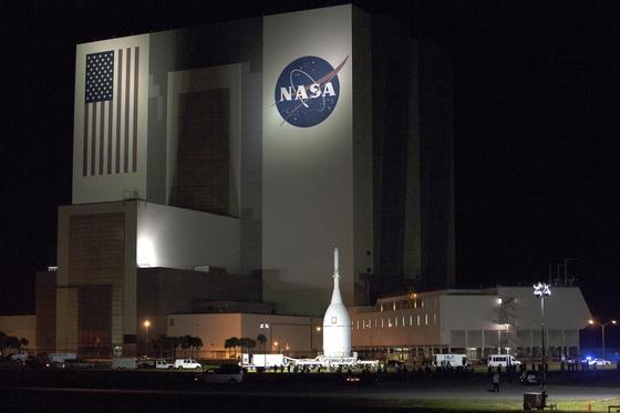 Das Orion-Modul vor dem Kennedy Space Center in Florida: Die Orion-Kapsel soll am Donnerstag abheben, zweimal die Erde umrunden und dann wieder auf der Erde landen.
