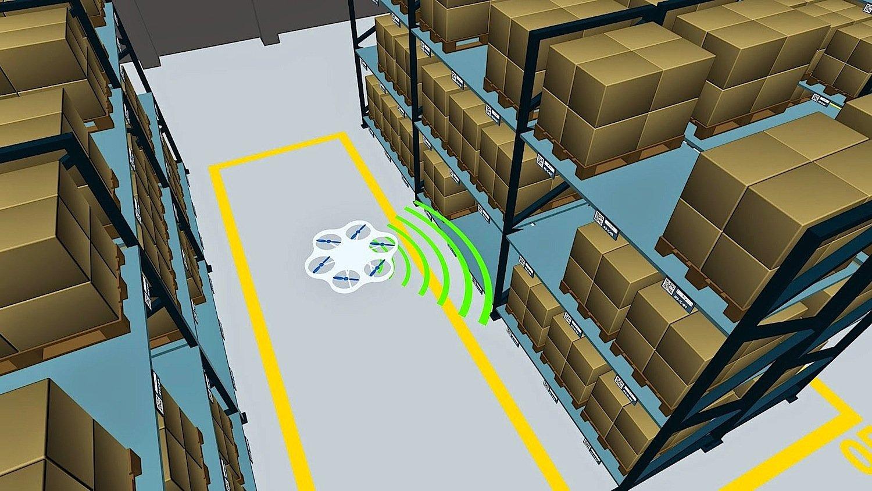 Die Drohne des Fraunhofer-Instituts in Dortmund schwirrt autonom durch das Lager. Ausgerüstet mit 3D-Kameras, Laserscannern und Ultraschallsensoren erstellt der fliegende Helfer eine ständig aktuelle Übersichtskarte.