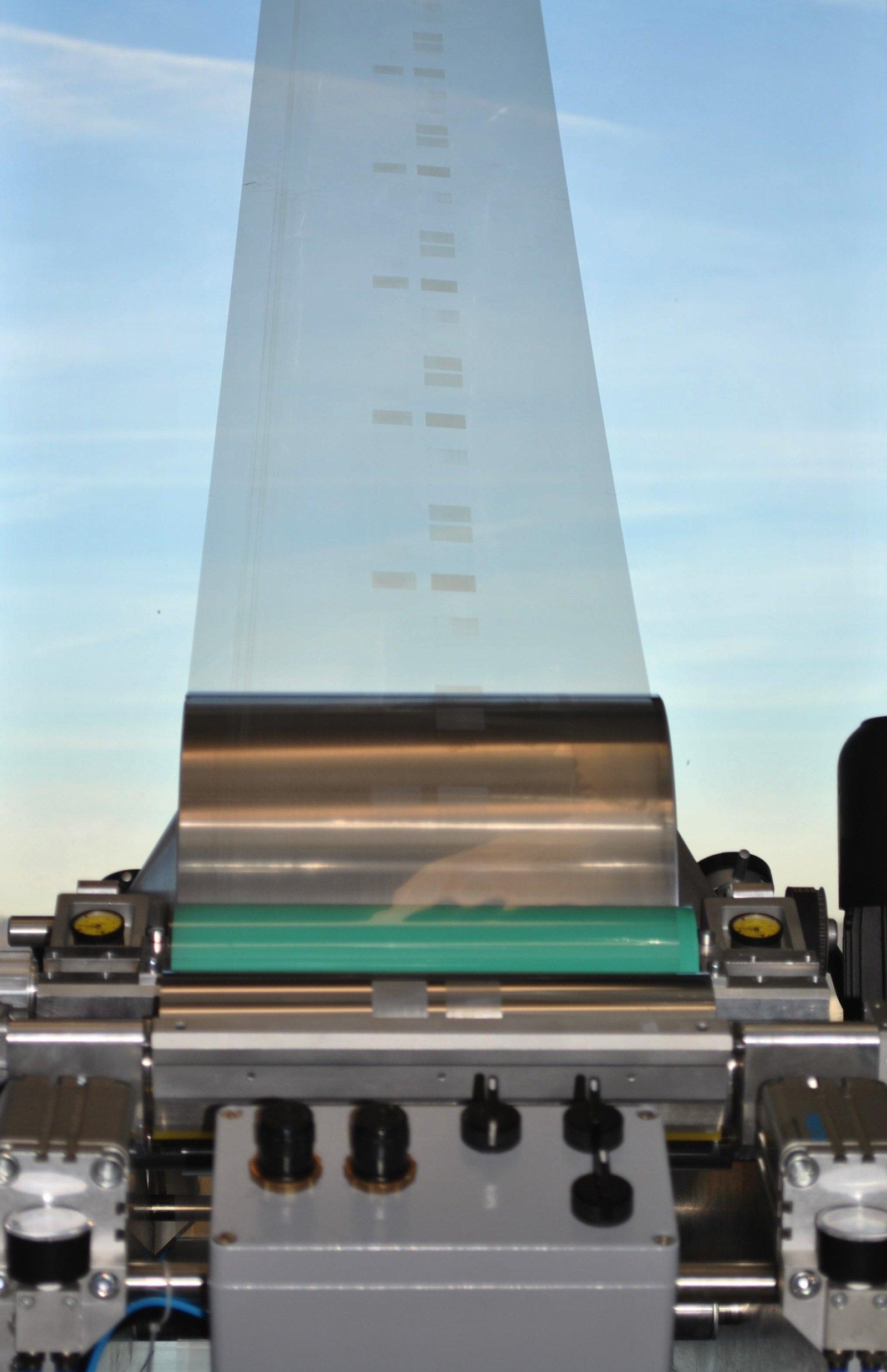 Im Rolle-zu-Rolle-Verfahren werden die Proteine auf großflächige Foliensubstrate gedruckt.