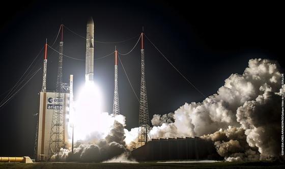 Trägerrakete Ariane-5: Mit ihren zurzeit mehr als 60 erfolgreichen Starts in Folge und einem Marktanteil bei den kommerziellen Startdiensten von mehr als 50 Prozent hat sie Europa laut ESA wirtschaftliche Gewinne in Höhe von mehr als 50 Milliarden Euro beschert.